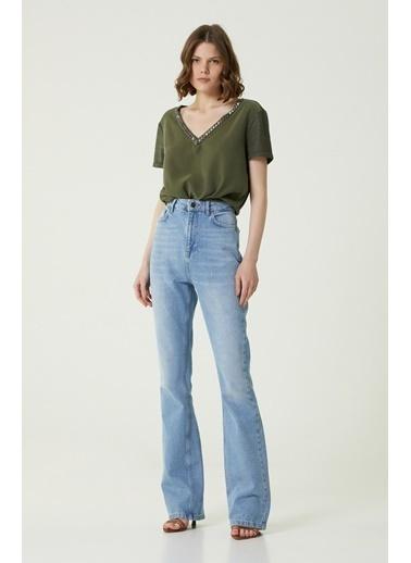 NetWork 1079922 Kadın Basic Fit V Yaka İşlemeli T-shirt Haki